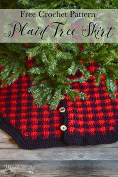 FREE Crochet Pattern: Plaid Tree Skirt | Buffalo Plaid is perfect during the holidays! Crochet this rustic plaid tree skirt, made with Bernat Softee Chunky.