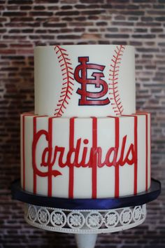 CARDINALS BASEBALL TEAM | GROOMSCAKE | CHARITY FENT CAKE DESIGN http://www.cfcakedesign.com/grooms-cake/