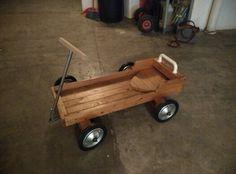Carrito de madera para llevar ni os o equipaje for Carrito bar de madera