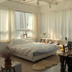 Are you looking to brighten up a dull room and searching for interior design tips? One great way to help you liven up a room is by painting and giving it a whole new look. Dream Rooms, Dream Bedroom, White Bedroom, Airy Bedroom, Bedroom Bed, Dream Apartment, Studio Apartment, Apartment Design, Aesthetic Bedroom
