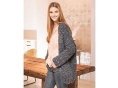 Dieser Oversized Cardigan ist ein echtes Allroundtalent. Er ist praktisch für den Alltag, lässt sich aber auch mit einer schicken Bluse prima kombinieren. Die erstklassige Alpaka-Wolle sorgt dabei für einen angenehmen Tragekomfort.