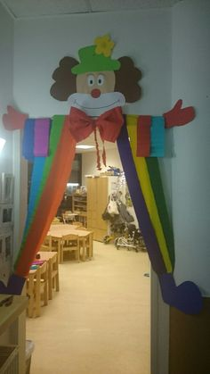 School Board Decoration, Decoration Buffet, School Decorations, Birthday Decorations, Clown Crafts, Circus Crafts, Carnival Crafts, Circus Theme, Circus Party