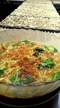 Bakmi Jawa Godog (Rebus) Yogyakarta Mie Noodles, Yummy Noodles, Indonesian Desserts, Indonesian Cuisine, Indonesian Recipes, Yogyakarta, Cooking Ingredients, Cooking Recipes, Malaysian Food