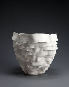 GICB2009 The International Competition/ <Special Prize_Ceramics as Expression> Becky HARLE / UK / Tall Sculptural Porcelain Vessel /2008 / Porcelain, hand building/32x32x45