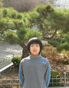 Now that BTS has a little brother group , TXT , Jungkook is no longer the youngest idol at BigHit Entertainment . This was bound to happ. Foto Jungkook, Jungkook Predebut, Foto Bts, Bts Taehyung, Bts Bangtan Boy, Jung Kook, Jeongguk Jeon, Wattpad, Joko