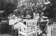 Afternoon tea..Surabaya 1930's
