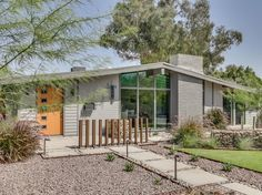 Mid century modern home exterior beautiful modern outdoor interior design room with green yard mid century Midcentury Modern, Modern Contemporary Homes, Modern Homes, Modern Retro, Danish Modern, Modern Art, Modern Architecture House, Modern House Design, Architecture Design
