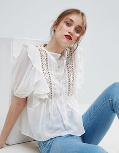 ASOS Ruffle Blouse with Eyelet Detail and Lace Insert. Beautiful summer fashion, what's your style? Blouse Volantée, Shirt Blouses, Ruffle Blouse, Ruffle Top, Cream Blouse, Women's Shirts, Latest Fashion Clothes, Fashion Outfits, Casual Outfits