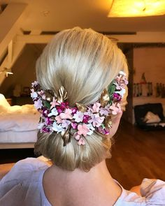 chignon ,updo ,messy updo hairstyle ,swept back bridal hairstyle ,updo hairstyles ,wedding hairstyles #weddinghair #hairstyles #updo
