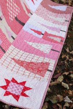 Pine Hollow Patchwork Forest Quilt, a Christmas Quilt featured by top US quilting blog, Diary of a Quilter Christmas Tree Quilt, Christmas Sewing, Christmas Quilting, Christmas Tables, Christmas Stockings, Christmas Crafts, Batik Quilts, Pink Quilts, Quilting Projects