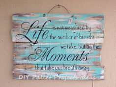 wood pallet projects We've got signs,made out of old wood from pallets. Pallet Crafts, Pallet Art, Diy Pallet Projects, Wood Projects, Craft Projects, Diy Crafts, Pallet Ideas, Diy Pallet Quotes, Old Wood Crafts