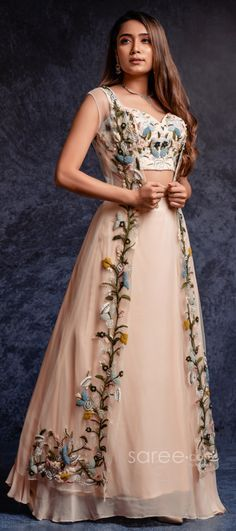 Party Wear Indian Dresses, Designer Party Wear Dresses, Indian Gowns Dresses, Dress Indian Style, Indian Fashion Dresses, Indian Wedding Outfits, Indian Designer Outfits, Gown Party Wear, Party Wear Lehenga