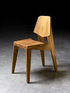 Shanghai chair by Thomas Wüthrich & Yves Raschle Wooden Chair Plans, Chair Design Wooden, Wooden Furniture, Cool Furniture, Furniture Design, Table And Chairs, Dining Chairs, Stool Chair, Built In Bookcase