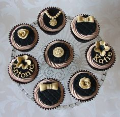 Black and Gold Vintage Style Cupcakes | by RubyteaCakes