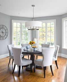 Light gray in the dining room is perfect for those who prefer a more airy ambiance [Design: Jane Lockhart Interior Design] room design grey 25 Elegant and Exquisite Gray Dining Room Ideas Dining Room Colors, Dining Room Design, Dining Room Table, Grey Dining Rooms, Kitchen Dining, Living Rooms, Dinning Room Paint Ideas, Circle Dining Table, Dining Ware
