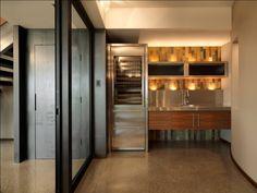 Светодиодная подсветка для кухонных шкафов: как выбрать, особенности монтажа и 65 универсальных идей http://happymodern.ru/podsvetka-dlya-kuhni-pod-shkafy-svetodiodnaya/ Точечное освещение для подсветки кухонного фартука и потолка над подвесными шкафами