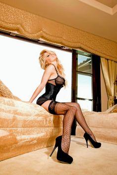 Памела Андерсон (Pamela Anderson) в фотосессии для рекламы нижнего белья Secrets in Lace (2011)