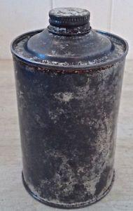 Antiquité. Collection. Très ancien contenant en fer patiné