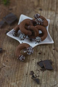 Die besten Weihnachtskekse Rezepte Delicious chocolate donuts as Christmas biscuits from Sweets and Lifestyle® Best Christmas Biscuits, Christmas Cookies, Biscuit Cookies, Biscuit Recipe, Food Tags, Galletas Cookies, Cake & Co, Chocolate Donuts, Easy Cookie Recipes