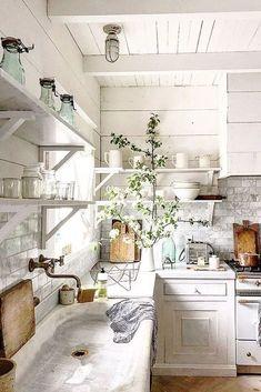 White Farmhouse Kitchens, Farmhouse Kitchen Island, French Country Kitchens, Country Farmhouse Decor, Rustic Kitchen, New Kitchen, Farmhouse Cabinets, Kitchen Islands, Kitchen Sink