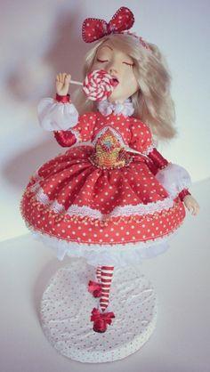 Natali Iunina Dolls  Paperclay, Baumwolle, Holz, Acryl.