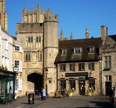 Penniless Porch from the market place, Wells. It is an gateway into a walled precinct, the Liberty of St Andrew, which encloses the twelfth century Cathedral, the Bishop's Palace, Vicar's Close and the residences of the clergy who serve the cathedral. It was built around 1450, by Bishop Thomas Beckington (also spelt Beckyngton) and bears his rebus or badge on the cathedral side. It was named Penniless Porch because begging was permitted there.