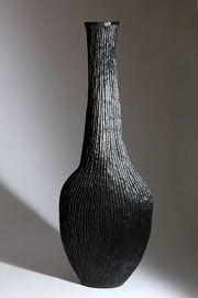 Martin & Dowling / Black Grooved Flask / Scorched Oak / Courtesy Galerie Mouvements Modernes