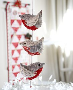 A String of Robins - Try popping a cinnamon stick inside these chubby little birds to add a touch of festive fragrance! Project available on my Christmas CD from www.debbieshore.tv