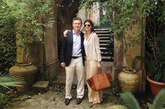 Junto a Juliana Awada, Mauricio Macri(presidente de Argentina) recorrió el sur de Italia para conocer sus raíces En Polistena, corazón de Calabria, visitó la casa de su abuelo paterno, donde Franco Macri pasó parte de su infancia, y conoció la panadería que su familia fundó en 1900 y hoy administran sus primos