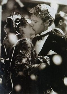 Out of Africa Robert Redford and Meryl Streep Great Movies, New Movies, Paul Newman Robert Redford, Afro, Movie Kisses, Star Trek Into Darkness, In And Out Movie, Movie Magazine, Emma Thompson