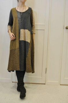 Dress made by refashioning wool jackets and sweaters. Altered Couture, Diy Clothing, Sewing Clothes, Pullover Upcycling, Alter Pullover, Kleidung Design, Recycled Sweaters, Vintage Sweaters, Old Sweater