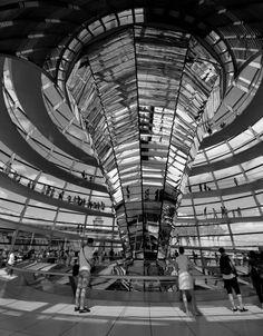 Reichstag, Berlin. Monochrome. Canon 7D.