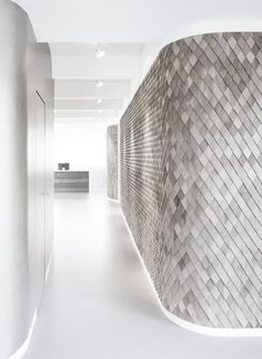 And those lights at the bottom of that beautiful textures wall. Design Commercial, Commercial Interiors, Installation Architecture, Interior Architecture, Inspiration Wall, Interior Inspiration, Wall Design, House Design, Minimal Art