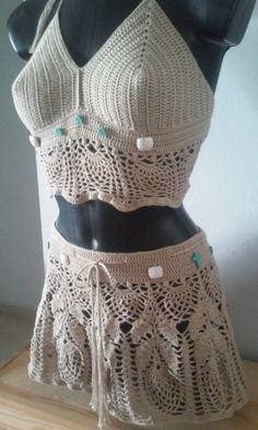 Top and crochet miniskirt made with sand colored cotton thread with turquoise stones beads Unique design of medium size pineapples is perfect to go to the beach or pool Crochet Halter Tops, Crochet Crop Top, Crochet Bikini, Festival Tops, Festival Wear, Boho Style Dresses, Boho Dress, Top Mini, Dress Patterns