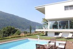 Brusino Arsizio: 6,5 Zimmer moderne Villa mit Schwimmbad, Terrasse und Seeblick