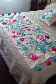 pie de cama y almohadones en bordado mexicano. Hand Embroidery Stitches, Hand Embroidery Designs, Embroidery Thread, Embroidery Patterns, Floral Embroidery, Mexican Interior Design, Purple Bedroom Decor, Bed Cover Design, Designer Bed Sheets