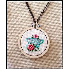 kanaviçe kolye ile ilgili görsel sonucu Wool Embroidery, Cross Stitch Embroidery, Cross Stitch Patterns, New Crafts, Diy And Crafts, Cross Stitch Boards, Minis, Bargello, Needlepoint