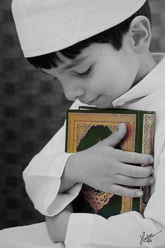 Muslim Little Boy Holding a Mus'haf ( The Holy Coran ) Islamic Images, Islamic Pictures, Islamic Art, Muslim Pictures, Islamic Messages, Gift Animation, Cute Kids, Cute Babies, Learn Quran
