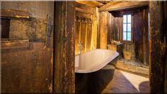 alpesi faház, rusztikus lakás, fürdő - lakások, otthonok 11 Cottage Homes, Pergola, Bathtub, Country, Bathroom, Diy Ideas, Home Decor, Standing Bath, Washroom