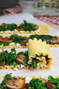 Enrollados de lasagna de champiñones con crema de queso gorgonzola y coliflor