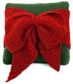 Christmas Bow Pillow- Free Knitting Pattern-Caron International Yarns and Latch Hook Kits Christmas Knitting Patterns, Knitting Patterns Free, Knit Patterns, Free Knitting, Free Pattern, Pillow Patterns, Christmas Bows, Christmas Pillow, Christmas Crafts