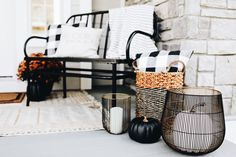 Fall outdoor decor, front porch decor, front porch, fall porch decor, Halloween decor, Halloween, fall decor, pumpkin decor, outdoor decor, black bench, buffalo check decor
