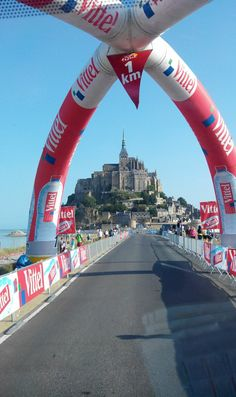 A 1km du Mont Saint Michel!! Orange partenaire officiel du Tour de France 2013 #orange #tdf