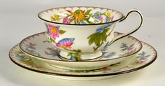 I am falling in love with 3 piece sets- they are on my wish list! Wedgwood Victorian vintage teacup
