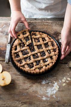 Crostata al farro con mele e fruttasecca | Smile, Beauty and More