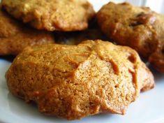 Persimmon Cookies Recipe - Genius Kitchen Sub. Shortening with margarine. Persimmon Recipes, Pomegranate Recipes, Baking Recipes, Cookie Recipes, Dessert Recipes, Persimmon Pudding, Shortbread Recipes, Cupcake Cookies, Cookies
