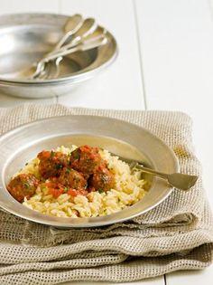 Μελιτζανοκεφτέδες με κριθαράκι και σάλτσα φρέσκιας ντομάτας - www.olivemagazine.gr Risotto, Dips, Appetizers, Vegetarian, Pasta, Vegan, Vegetables, Ethnic Recipes, Food