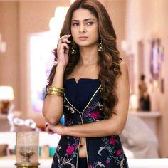 Love the stayle Dress Indian Style, Indian Dresses, Indian Wear, Dress Neck Designs, Blouse Designs, Kurta Designs, Jennifer Winget Beyhadh, Kurti Embroidery Design, Indian Designer Suits