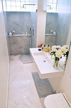 smalle badkamer | natuursteen | glaswand | mozaiek utrecht voor badkamerontwerp