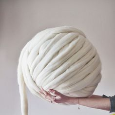 Big yarn Giant super bulky Merino EPIC EXTREME Arm knitting kit Chunky wool knit blanket Very thick gigantic yarn Massive knitted loop Chunky Knitting Wool, Arm Knitting Yarn, Giant Knitting, Knitting Kits, Vogue Knitting, Wool Yarn, Merino Wool, Knitting Projects, Knitting Needles